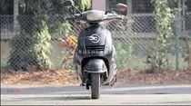 Mirip Teknologi Honda, Skuter Listrik India Ini Bisa Berdiri Sendiri