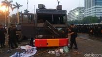 Water Cannon-Mobil RAISA Polisi di Gedung DPR Dirusak