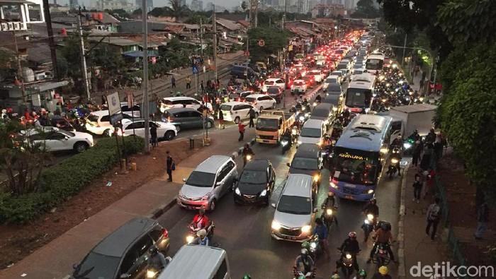 Kemacetan imbas demo di sekitar Gedung DPR (Foto: Ari Saputra)