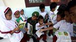 Antusias Anak-anak di Sinabang Menggali Ilmu Lewat Membaca Buku