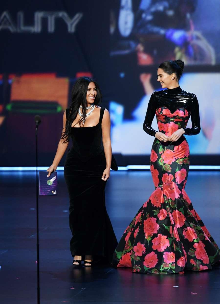 Momen Kim dan Kendall Jenner Ditertawakan di Emmy Awards