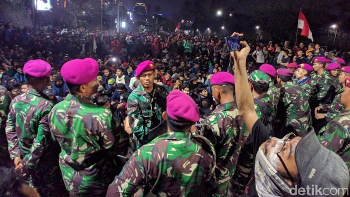 Bertemu Prajurit Tni Mahasiswa Yang Demo Dpr Nyanyi Garuda