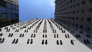 Ratusan Sepatu Jadi Instalasi Seni, Ada Kisah Pilu Para Wanita di Baliknya