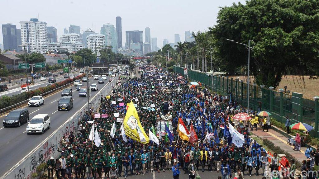 Banyak Aksi Demo, Orang Jadi Takut Beli Mobil