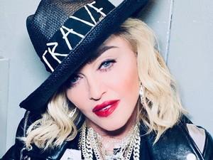 Madonna Bahas Corona Sambil Berendam, Netizen Sebut Wajahnya Kebanyakan Botox