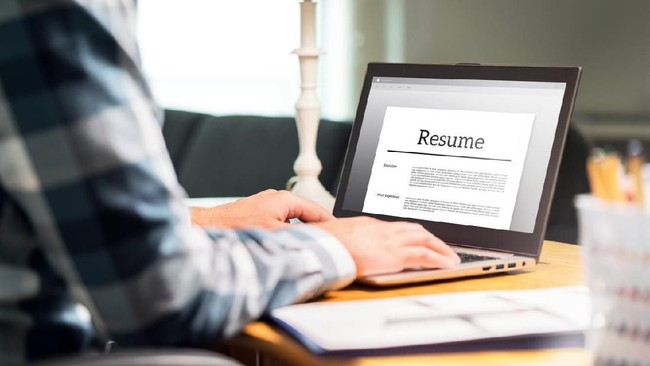 Bisnis Klenik Go Online hingga Tips Bikin CV Auto Dipanggil HRD