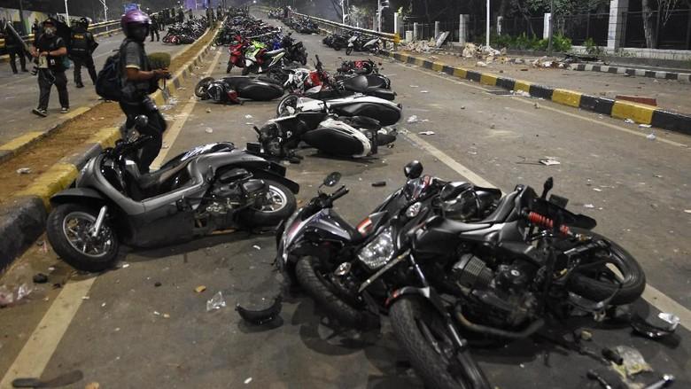 Motor-motor korban demo Foto: ANTARA FOTO/M Risyal Hidayat