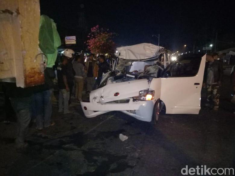 Tabrak Truk yang Mogok di Rancaekek, Sopir Minibus Tewas