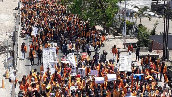 Aksi demo di Makassar pada September lalu (Foto: M Nur Abdurrahman/detikcom)