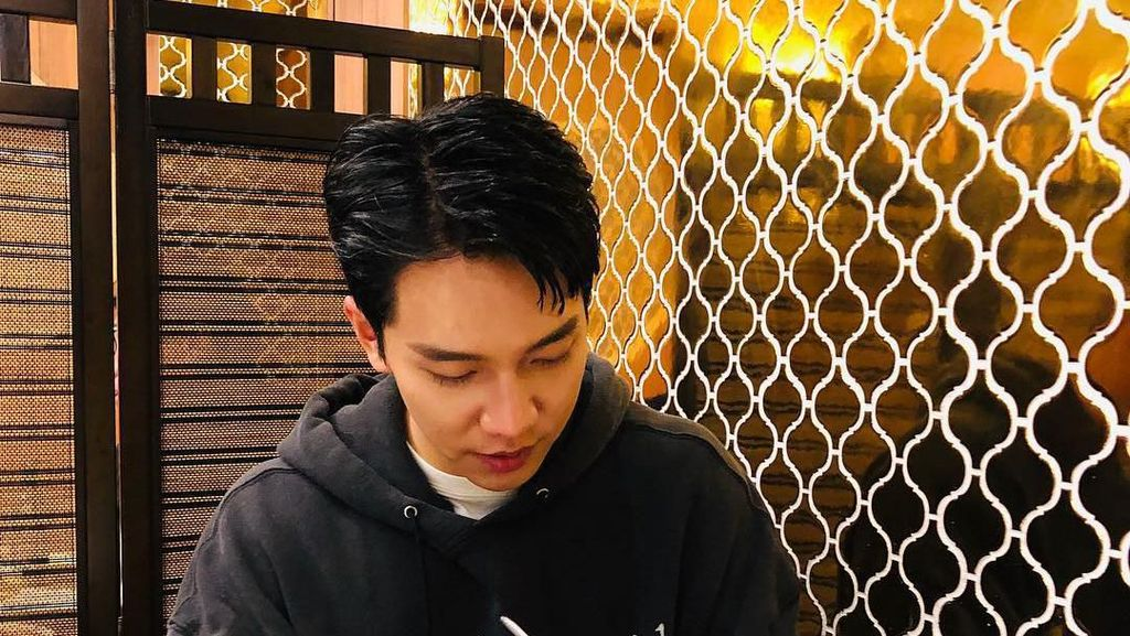 Gaya Kulineran Lee Seung Gi hingga Driver Ojol Antar Makanan Pakai Sepeda