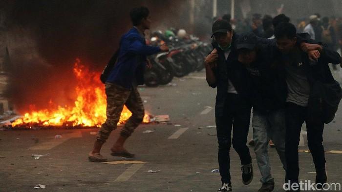 Ilustrasi aksi demonstrasi di depan gedung DPR. (Rengga Sancaya/detikcom)