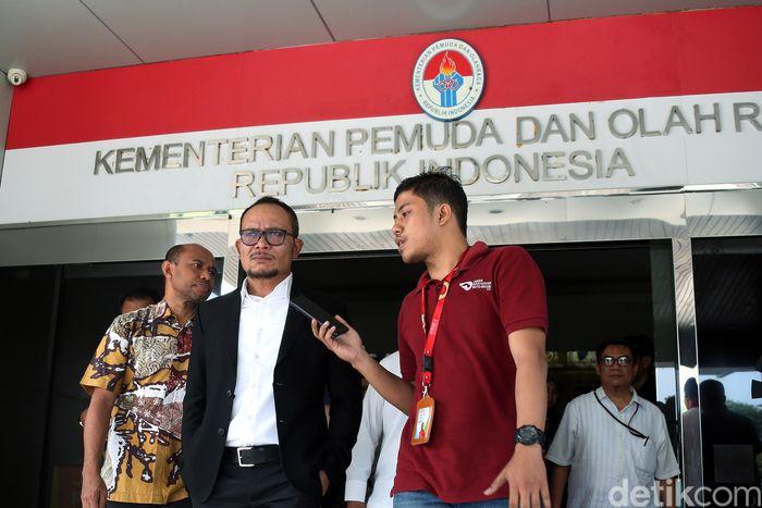 Pria yang menjabat sebagai Menteri Ketenagakerjaan itu menggantikan Imam Nahrawi yang telah ditetapkan sebagai tersangka karena kasus suap dana hibah Komite Olahraga Nasional Indonesia (KONI).