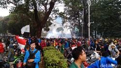 Masih Ada Sisa-sisa Gas Air Mata, Ini Tips Jika Lewat Sekitar Lokasi Demo