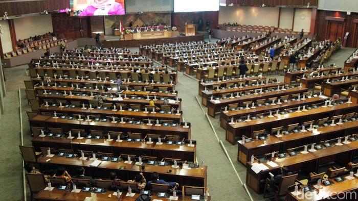Foto: Sidang Paripurna DPR saat membahas beberapa RUU yang ditolak mahasiswa (Lamhot Aritonang)
