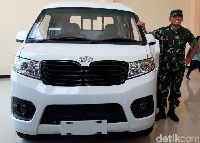 Kepala Staf TNI Angkatan Udara (KSAU), Marsekal TNI Yuyu Sutisna datang langsung ke pabrik Esemka, PT Solo Manufaktur Kreasi di Boyolali.