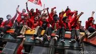 Momen Haru Ayah Beri Restu Anaknya Demo Tolak RUU KUHP Bikin Berkaca-kaca