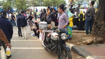 Mentereng, Tukang Siomay Bawa Motor Gaul di Aksi Demo Mahasiswa