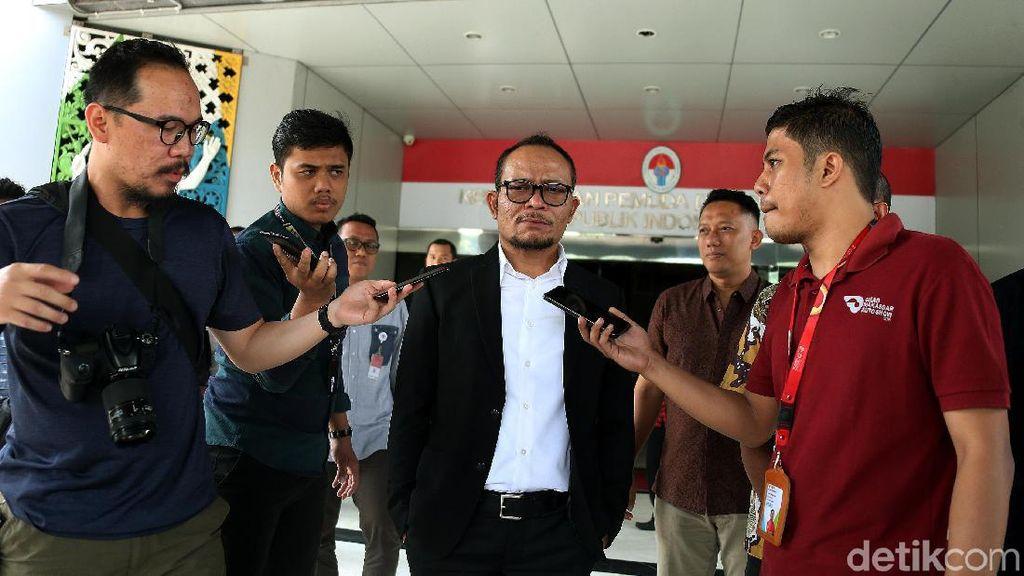 Hanif Dhakiri Hari Ini: Pagi Ngantor di Gedung Kemenaker, Siang ke Kemenpora