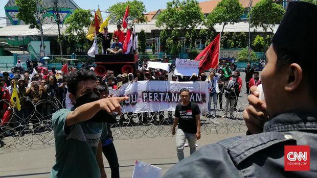 Himpunan Mahasiswa Islam Surabaya Demo Tolak UU KPK dan RKUHP