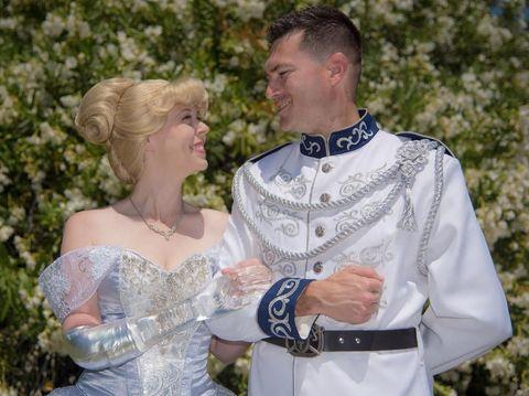 Viral, Potret Cantiknya Cinderella dengan Tangan Palsu dari Kaca
