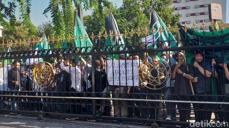 Ratusan Mahasiswa Surabaya Demo Tolak Uu Kpk Dengan Bawa