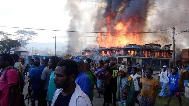 Pembakaran dan penjarahan terjadi saat kerusuhan di Wamena, Papua, 23 September, yang disebut dilakukan bukan oleh warga lokal.