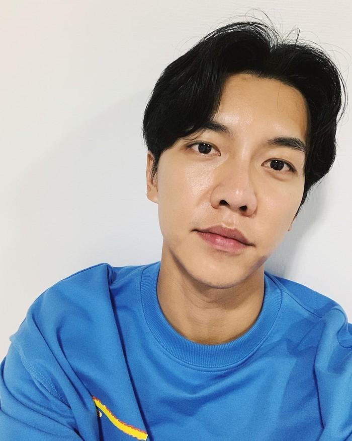 Lewat Instagram resminya, leeseunggi.official, Lee Seung Gi membagikan aktivitas hariannya. Aktor 31 tahun ini memiliki 1,5 juta followers. Foto: Instagram leeseunggi.official