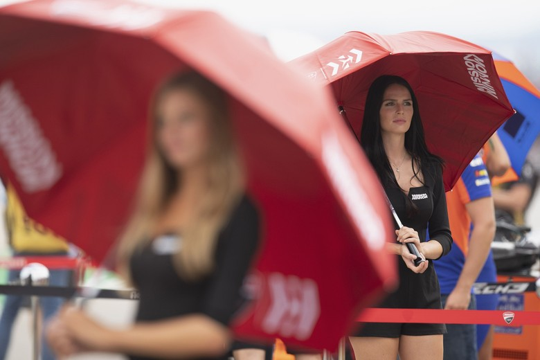 ALCANIZ, SPAIN - SEPTEMBER 22: A grid girl smiles on the grid during the MOtoGP race during the MotoGp of Aragon - Race on September 22, 2019 in Alcaniz, Spain. (Photo by Mirco Lazzari gp/Getty Images)