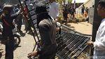 Potret Demo Mahasiswa di Makassar: Bakar Ban dan Robohkan Pagar DPRD