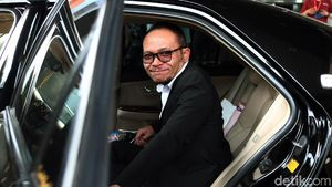 Momen Perdana Hanif Dhakiri ke Kantor Kemenpora