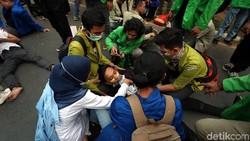 Pertolongan Pertama Jika Ada yang Pingsan Saat Demo dan Kerusuhan