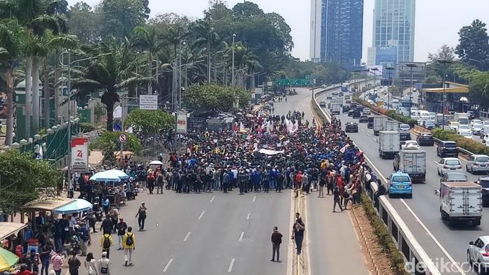 Situasi demonstrasi mahasiswa di depan DPR. (Foto: Farih/detikcom)