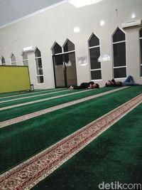 Polisi Datangi Masjid Dimasuki 'Polisi Bersepatu', Minta Maaf ke Pengurus