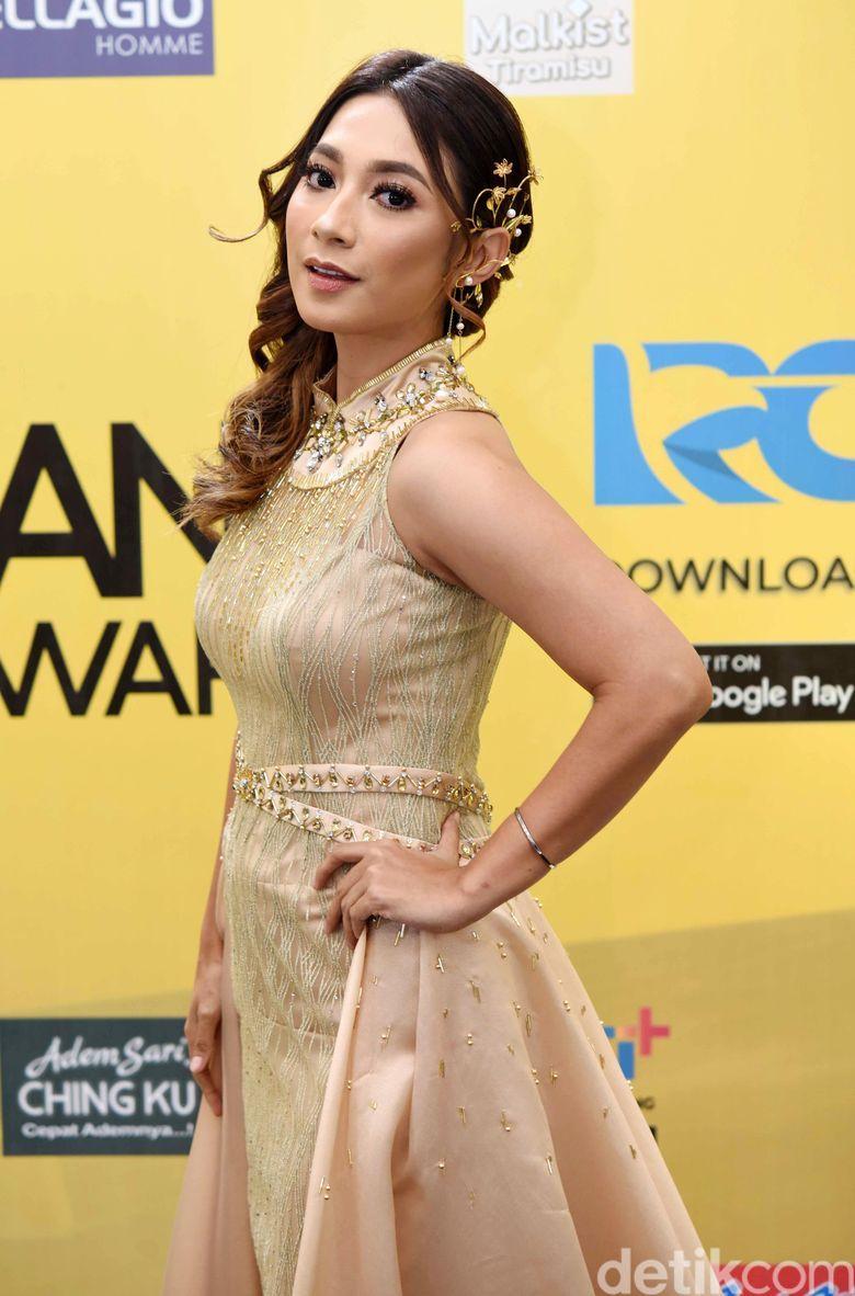 Dinda Kirana tampil cantik menawan saat menghadiri suatu acara di kawasan Kebon Jeruk, Jakarta Barat belum lama ini. Foto: Noel/detikFoto