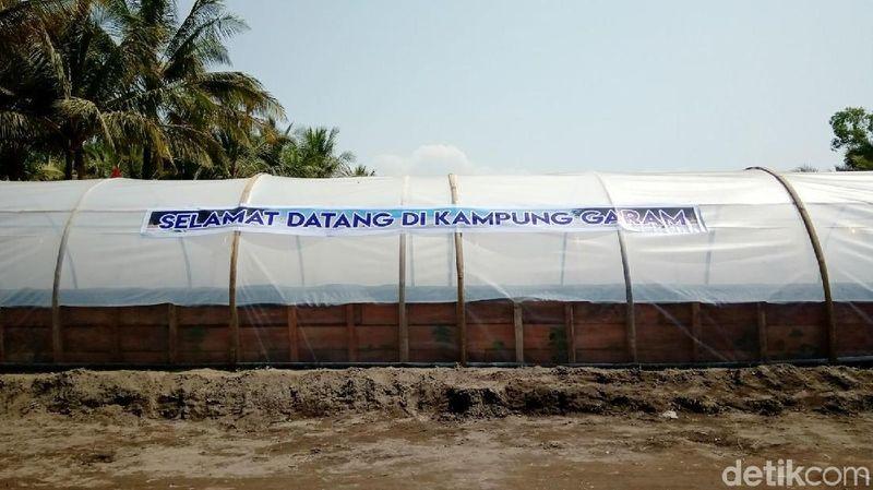 Ini adalah salah satu tunel garam yang bisa kamu temukan di Kampung Garam di Kebumen. (Foto: Rinto Heksantoro/detikcom)