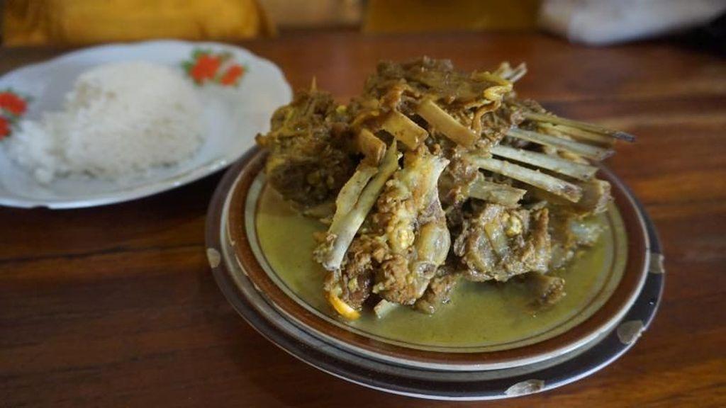 Yuk Icip Kuliner Legendaris Solo: Tengkleng Pak Manto