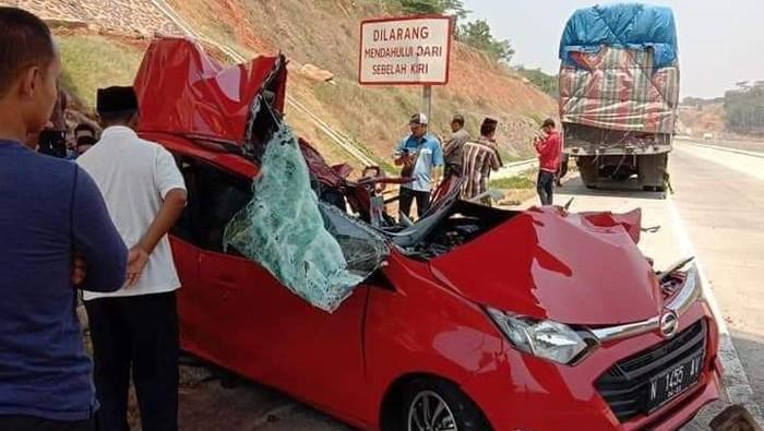 Kecelakaan di Tol Batang, dua orang tewas. Foto: Dok Polres Batang