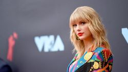 Big Machine Bantah Larang Taylor Swift Nyanyi Lagu Lamanya
