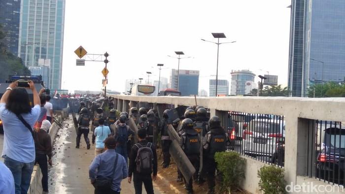 Demo ricuh mahasiswa. Foto: Bil/detikcom