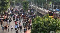 Ada Aksi Demo, Perjalanan KRL dari dan ke Tanah Abang Dihentikan Sementara