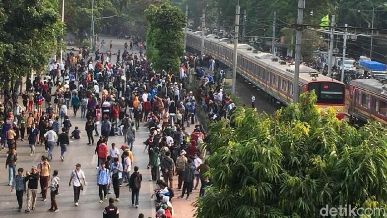 Ada Demo Ricuh, KRL Rangkasbitung-Tanah Abang Hanya Sampai Kebayoran