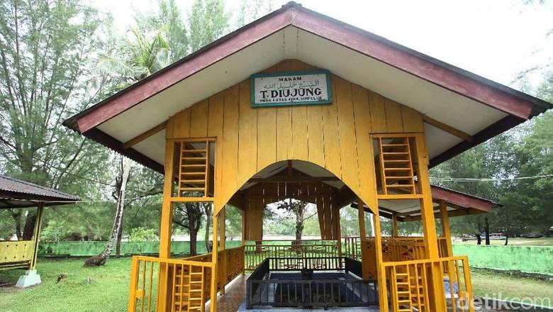 Makam Teungku Diujung, penyebar Islam pertama di Simeulue (Rifkianto)