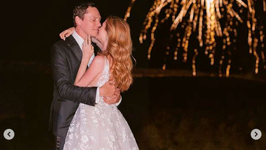 Pernikahan DJ Tiesto dengan Kekasih yang Berbeda 27 Tahun