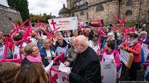 Ditegur Vatikan, Perempuan Katolik di Jerman Tuntut Reformasi Gereja