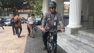Rapat Pansus Pemindahan Ibu Kota di DPR, Anies Berangkat Naik Sepeda