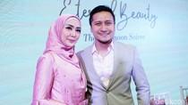 Kisah Fenita Arie Mantap Berhijab: Arie Untung Kirim Tausiah UAS
