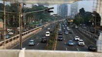 Tol Dalkot Normal Lagi, Mobil-mobil Lintasi Coretan Nakal Mahasiswa