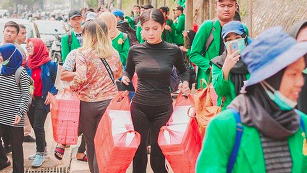 5 Fakta Awkarin, Beri Nasi Kotak ke Demonstran hingga Jago Masak Hati Ampela