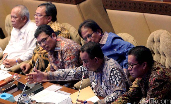 Dalam rapat dihadiri oleh Menteri PUPR Basuki Hadimuljono, Menteri PPN/Kepala Bappenas Bambang Brodjonegoro, Menteri Agraria dan Tata Ruang (ATR) Sofyan Djalil. Rencananya juga turut hadir Menteri Keuangan Sri Mulyani Indrawati.