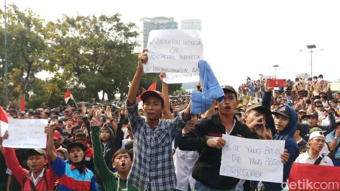 Pelajar demo di Senayan. (Foto: Farih/detikcom)